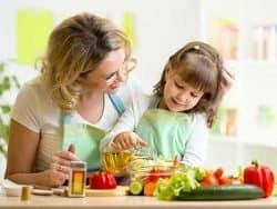bambini-appetito-educazione-alimentare-in-cucina-con-mamma