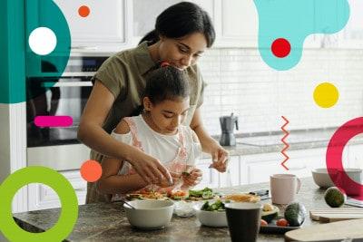 Frutta e verdura, mamma e figlia in cucina che preparano delle verdure da cucinare - alimentazionebambini. It by coop
