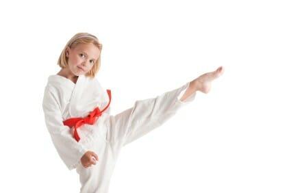 Bambina fa karate