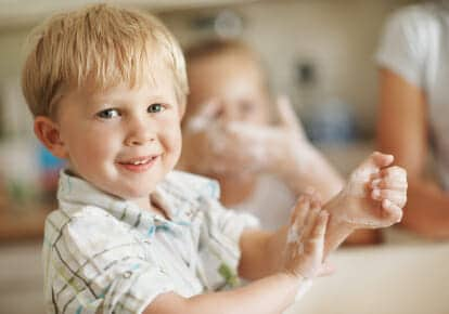 Lavarsi le mani: per i bambini una questione di igiene e salute