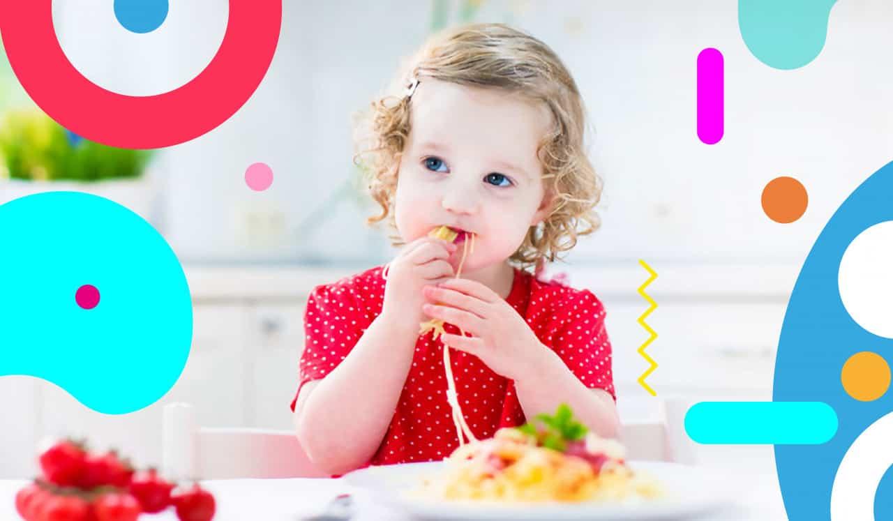 Bambina mangia pasta con le mani - alimentazionebambini. It by coop