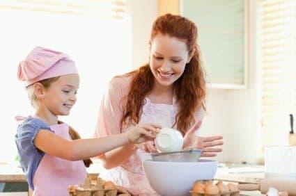 Educazione alimentare: bambini in cucina con mamma!