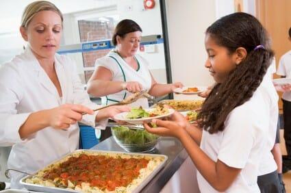 Alimentazione a scuola: consigli ai genitori per la mensa scolastica