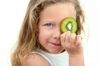 Frutta e verdura ai bambini: un pieno di sapore, salute ed energia