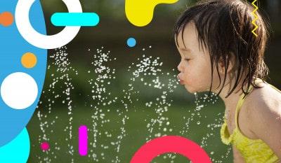 Idratazione bambini in estate, bambina che beve da una fontana - alimentazionebambini. It by coop