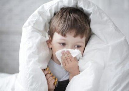 Bambino con influenza