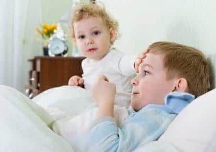 Bambini a letto con influenza