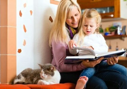 Madre legge a figlia