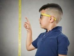 Bambino si misura altezza