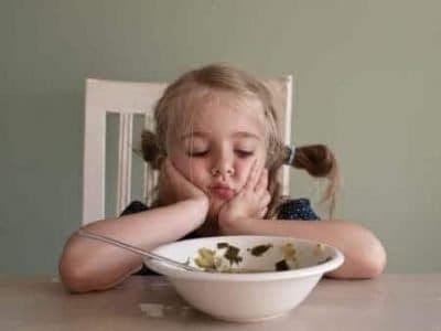 Il bambino non vuole mangiare cibi nuovi: che fare?