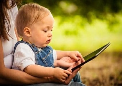 Bambini, tablet e smartphone: meglio dopo i 3 anni