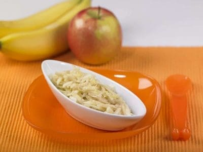 Dessert di banane e mele