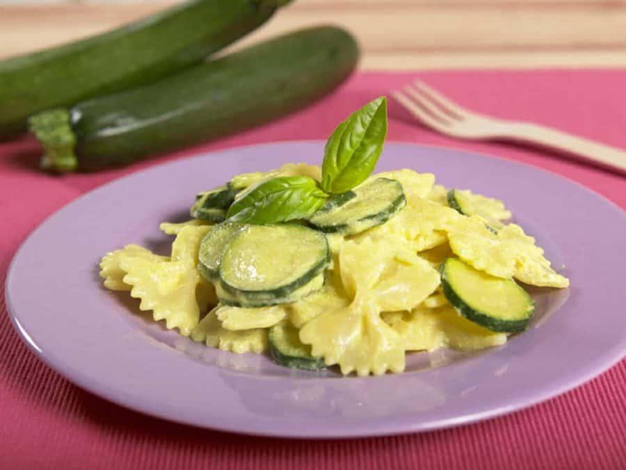 Farfalle con zucchine e dolce crema giallo sole ricette per bambini 4-10 anni