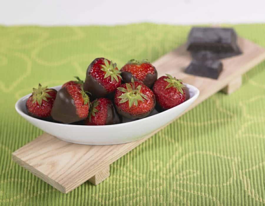Fragole con cioccolato fondente Ricette per bambini 4-10 anni