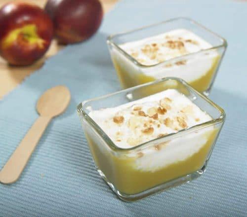 Mousse di pesche con crema allo yogurt Ricette per bambini 1-3 anni