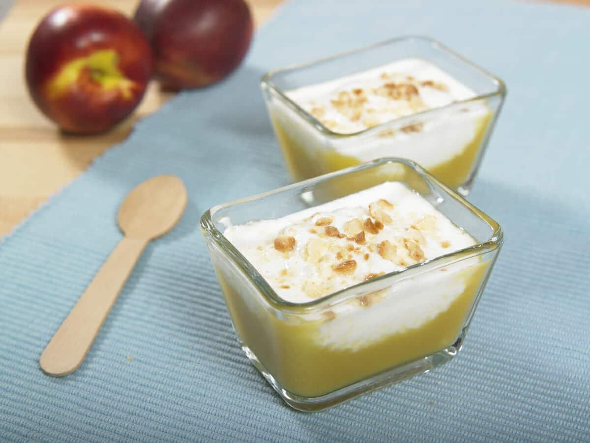 Mousse di pesche con crema allo yogurt