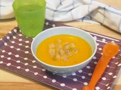 Zuppa di carote con crostini