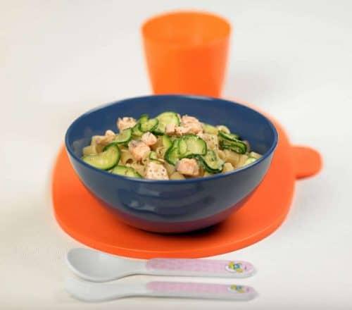 pasta con zucchine e bocconcini di salmone Ricette per bambini 4-10 anni