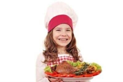 La carne ai bambini: perché è importante e quanta mangiarne