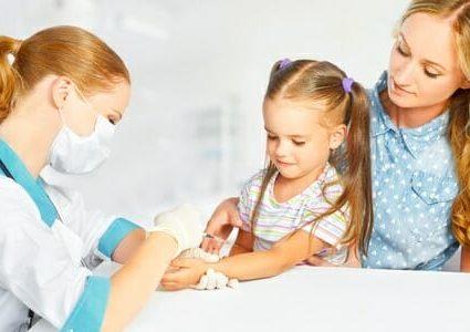 Vaccinazione di una bambina
