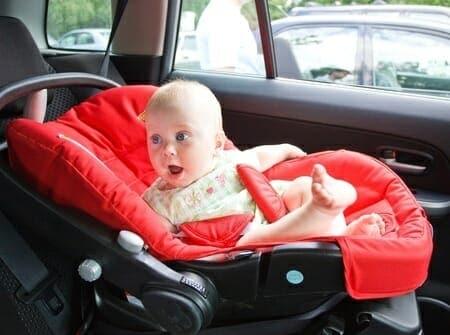 Bambini e seggiolino in auto: consigli e regole da seguire