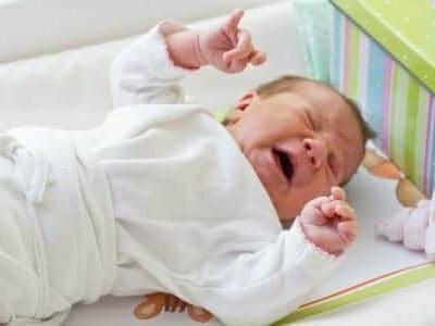 Bambino con le coliche