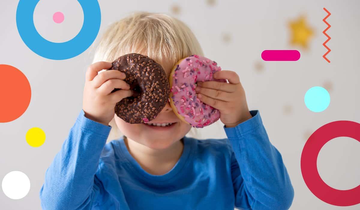 Obesità infantile, bambino con merendine sugli occhi - alimentazionebambini. It by coop