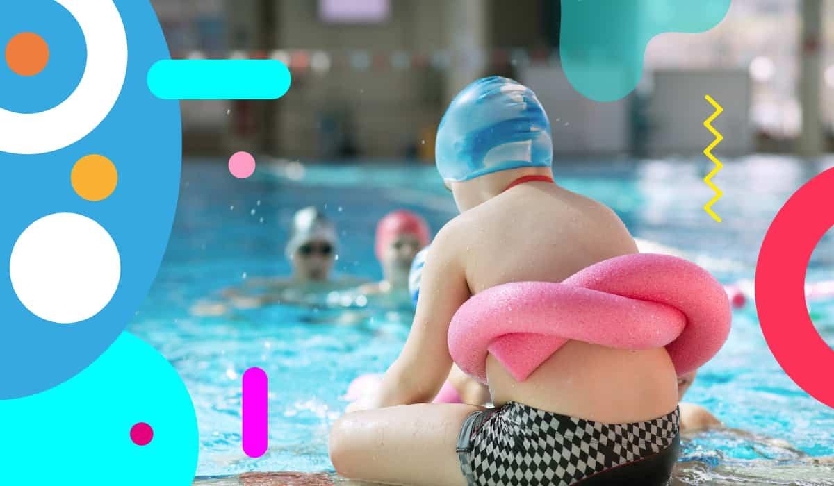 Obesità infantile, bambino in piscina con salvagente - alimentazionebambini. It by coop