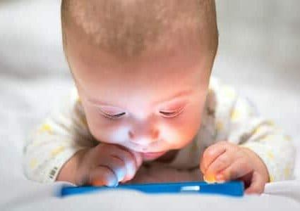 Smartphone e tablet ai bambini: ci vuole buon senso