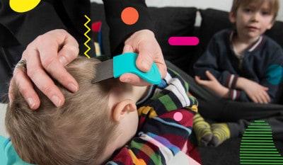 Pidocchi: genitore usa pettinino per pidocchi sui capelli di un bambino - alimentazionebambini. It by coop