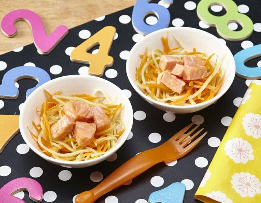 Dadini di salmone con cetrioli e carote Ricette per bambini 4-10 anni