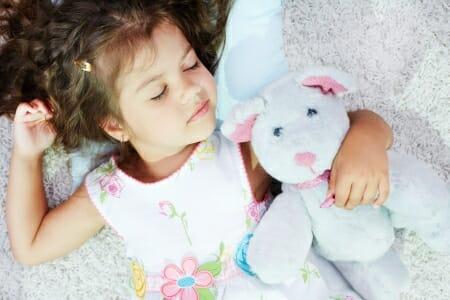 Colazione e sonno regolare per prevenire l'obesità