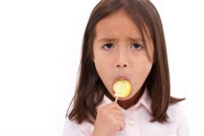 Emotional eating: niente dolcetti, meglio una carezza
