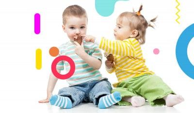 Obesità infantile, bambini di un anno di età che mangiano gelato - alimentazionebambini. It by coop