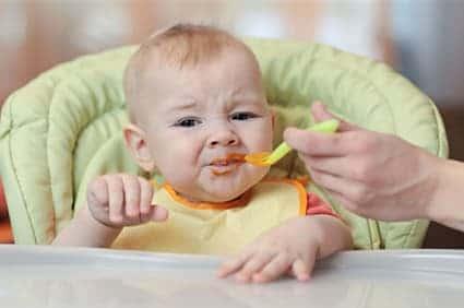 Bambini che non mangiano durante lo svezzamento