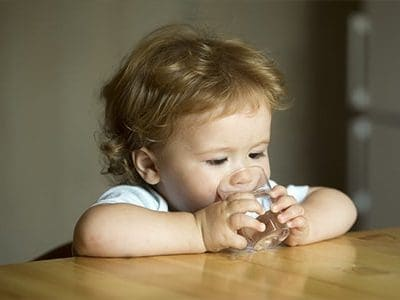 Acqua per neonati e bambini