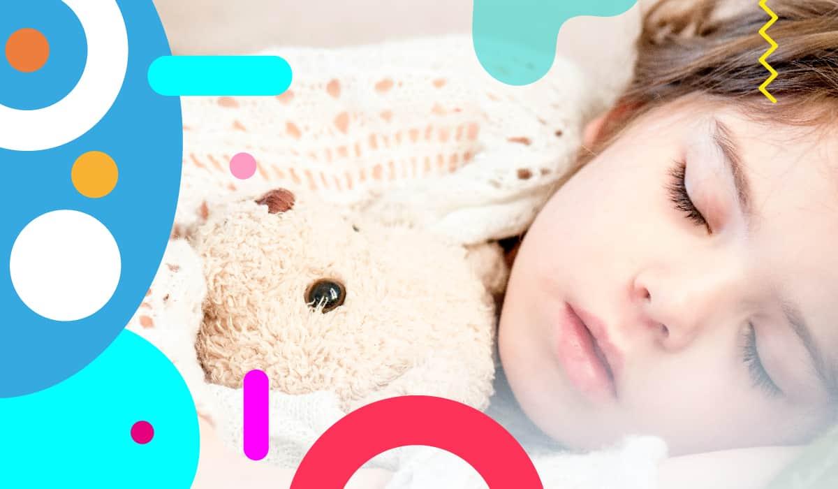 Il sonno dei bambini, bimba che dorme abbracciata a un peluche- alimentazionebambini. It by coop