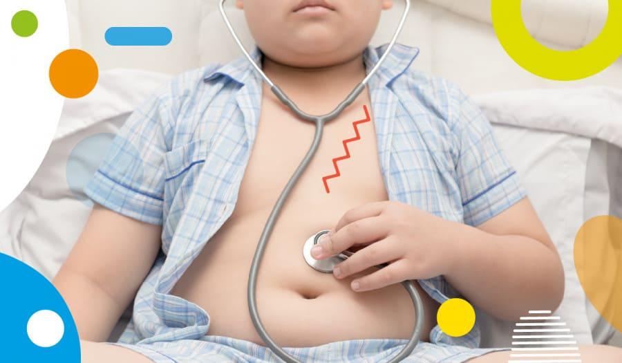 Obesità infantile, bambino obeso che si ausculta - alimentazionebambini. It by coop