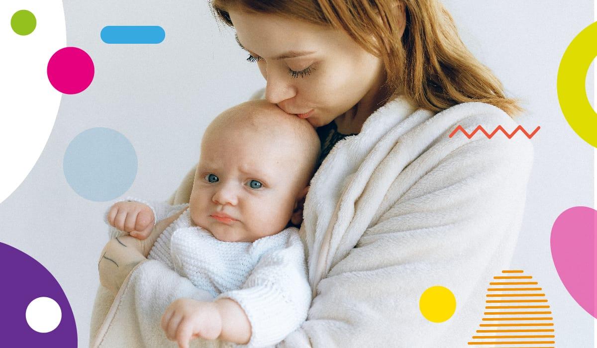 Diarrea nei lattanti, bambino imbronciato in braccio alla madre - alimentazionebambini. It by coop