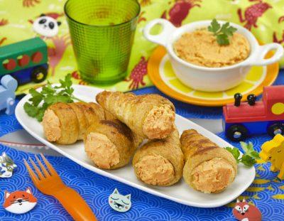 Cannoli di pasta sfoglia ripieni di hummus di carote