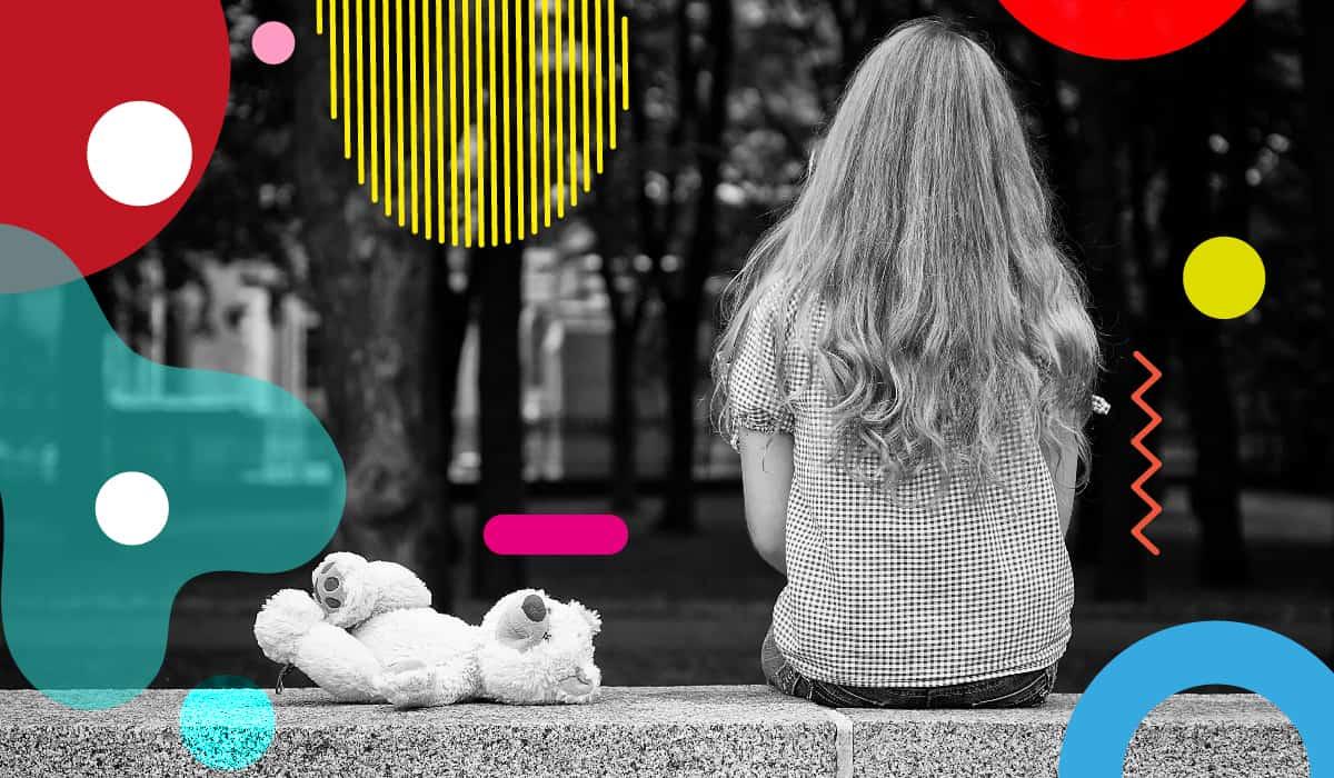 Adolescenza: ragazza seduta di spalle - alimentazionebambini. It by coop