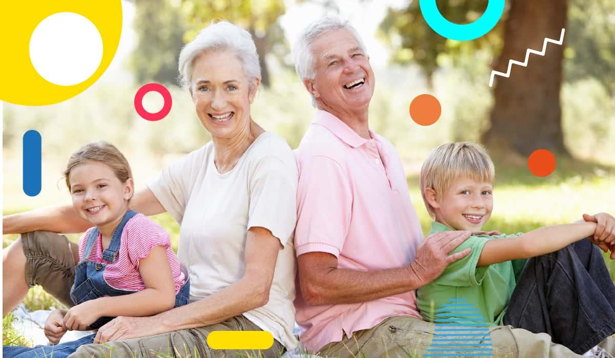 Festa dei nonni: nonni sorridenti insieme ai nipoti - alimentazionebambini. It by coop