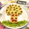 Focaccine: panini con olive e pomodorini disposti ad albero sul piatto - alimentazionebambini. It by coop
