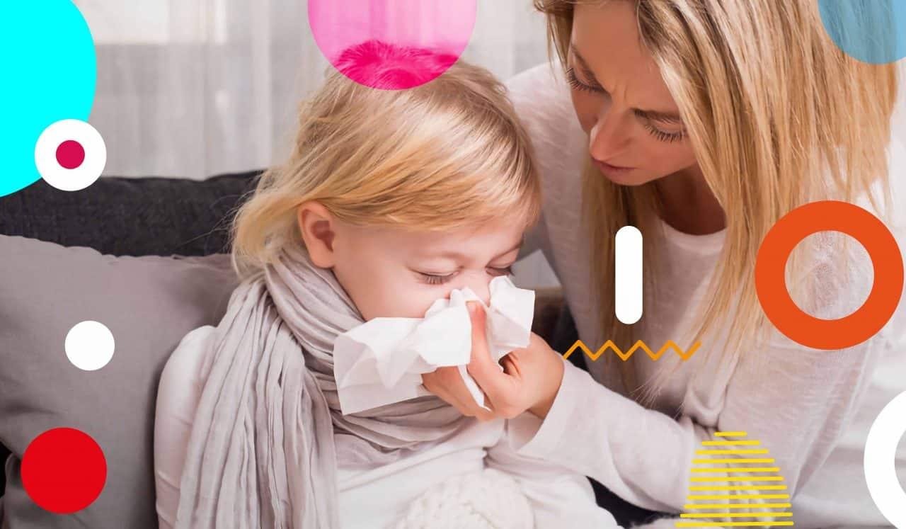Raffreddore, mamma aiuta bimba a soffiare il naso - alimentazionebambini. It by coop